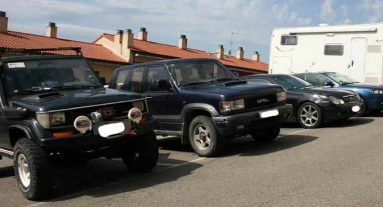 Imatge dels vehicles que feien servir els detinguts per ajudar-se a fer contraban de tabac