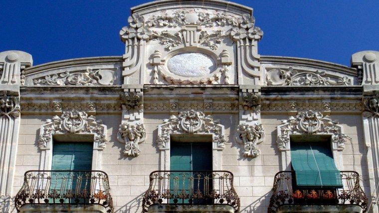 La Casa Pinyol, a la plaça del Mercadal.