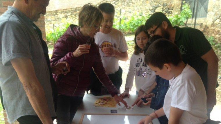 """La Fassina Balanyà va presentar el """"Joc de la Fassina"""" que els participants portaven a terme en acabar el recorregut del museu ."""