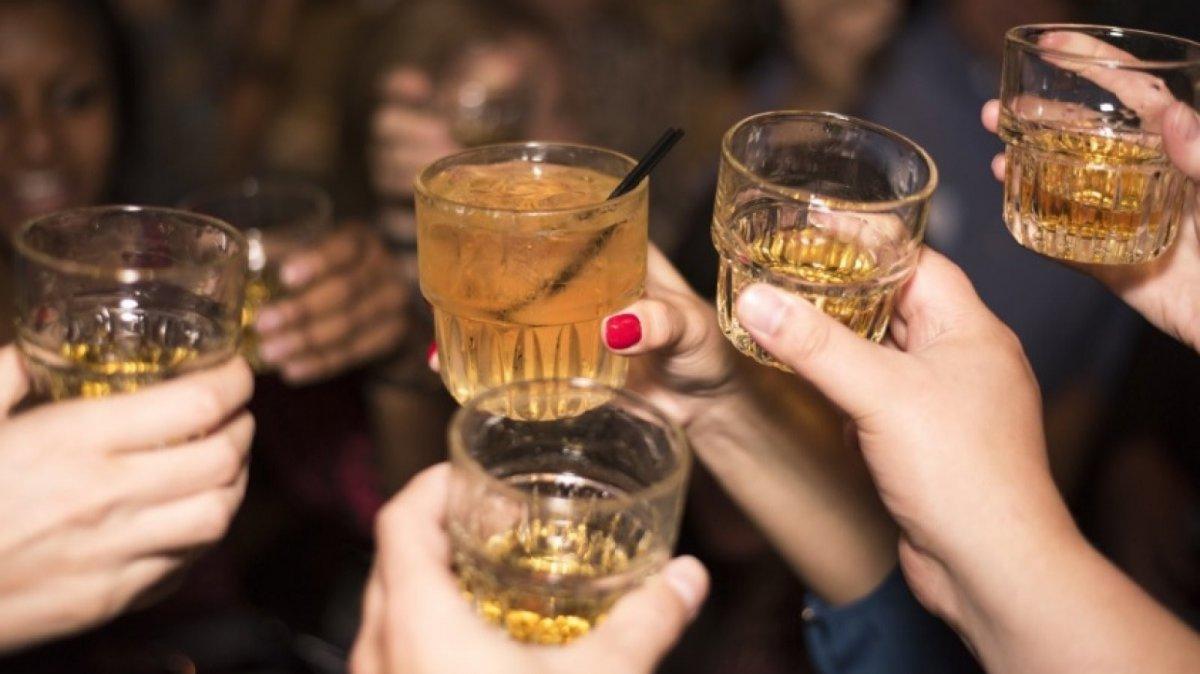 8 Juegos Para Beber Divertidos En Grupo Y En Pareja