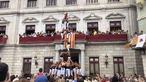 2de8 amb folre dels Xiquets de Reus a l'actuació del migdia de Sant Pere