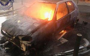 Així ha quedat el cotxe incendiat