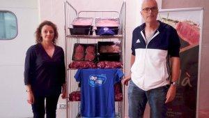 El Club Tennis Barà va fer entrega dels 92 kg de carn fresca per valor de 500 euros.