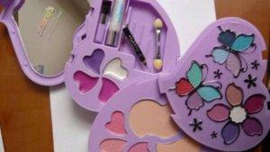 El estuche de maquillaje de Claire's que contiene amianto