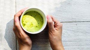 El té matcha se ha popularizado gracias a sus beneficios saludables.