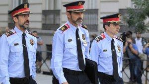 Els comissaris López i Molinero amb el major Trapero al centre, a Madrid.