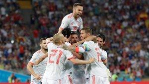 Els jugadors de la selecció espanyola celebren un gol davant Portugal.