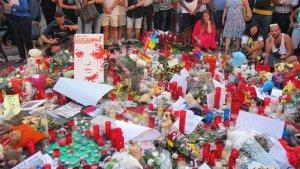 Imagen del altar en honor a las víctimas situado en Las Ramblas de Barcelona