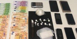 Imatge de la cocaïna, així com els diners, la bàscula de precisió i els telèfons mòbils