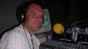 Joan Maria Dalmau, als micròfons d'Altafulla Ràdio.