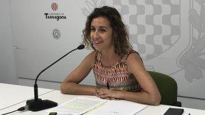 La portaveu de la CUP, Laia Estrada, ha fet públic l'informe presentat a la Fiscalia.