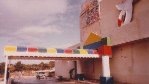 L'entrada de la discoteca Parchís.