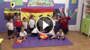 L'escola Institución Miramar s'omple de banderes espanyoles.
