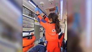 Los servicios médicos atendiendo a las víctimas