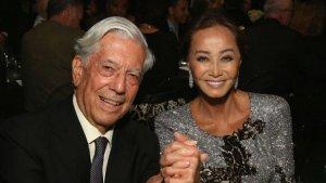 Mario Vargas Llosa le pide matrimonio a Isabel Preysler.