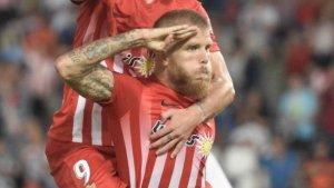 Morcillo, dedicant un gol a la Guàrdia Civil