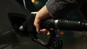 posar benzina