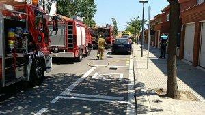 Un incendi al carrer de Josep Rivera i Sans ha fet mobilitzar tres dotacions dels Bombers