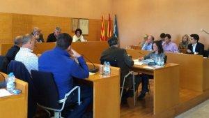Una imatge d'arxiu d'un ple municipal a Torredembarra.