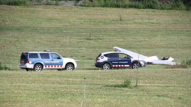 Dos cotxes dels Mossos, al punt de l'encontre