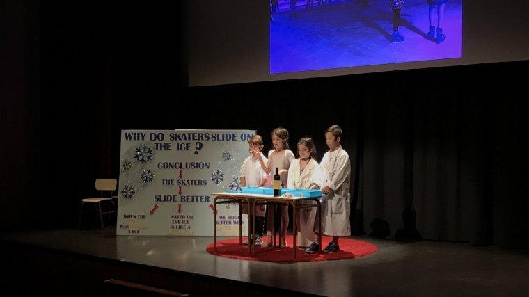 Els joves han ofert els seus projectes seguint el format de les xerrades TED.