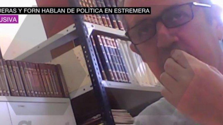 En un moment donat, Joaquim Forn pregunta quin és el nom de Pedro Sánchez