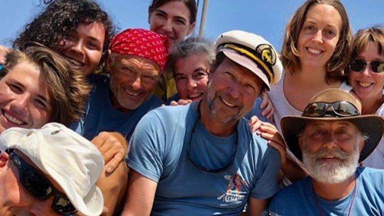 Hallan un tiburón blanco nadando en el mar Mediterráneo — Facebook
