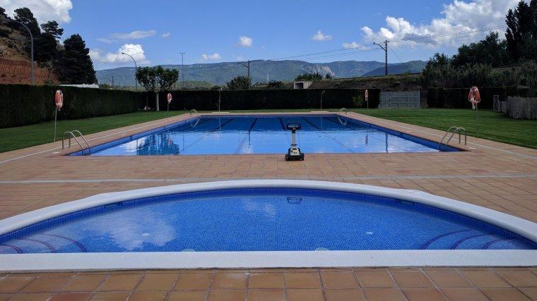 La piscina municipal de Vimbodí i Poblet ha encetat la temporada amb nova zona de bany infantil.