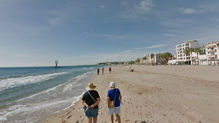 La platja de Torredembarra, una de les que es pot veure afectades per l'abocament