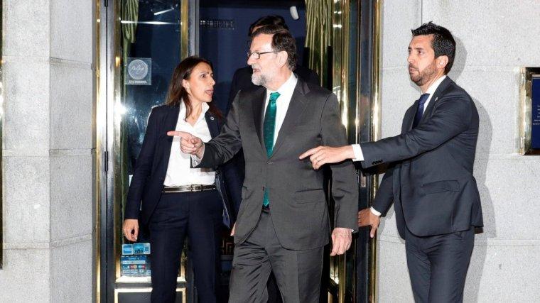 Mariano Rajoy, en sortir del restaurant d'Alcalá