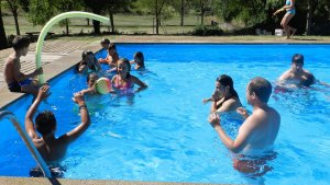 Activitats amb aigua i una piscina els ajudaran a refrescar-se.