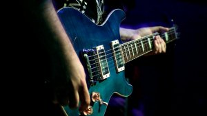 Canciones ideales si estás aprendiendo a tocar la guitarra: