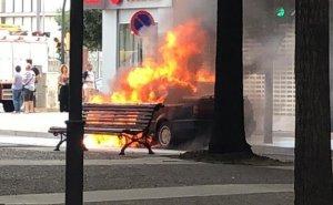 Crema un cotxe al barri de Cappont de Lleida.
