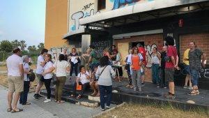 Desenes de persones es van apropar a la inauguració de l'Edifici Dignitat de Cambrils.