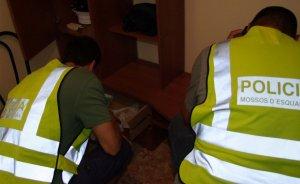 Els Mossos d'Esquadra van escorcollar el domicili del detingut