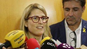 Elsa Artadi durant l'atenció als mitjans a Tarragona