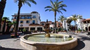 Exterior d'un dels hotels on s'allotjaran els atletes dels Jocs Mediterranis.