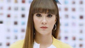 Imagen de la cantante Aitana en una de las escenas del videoclip de su canción 'Teléfono'