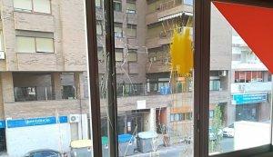 Imatge de l'atac a la seu de Ciutadans de Lleida
