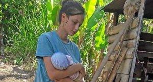 Imatge de Patricia Aguilar amb el seu bebé en braços