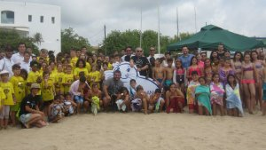 Imatge dels voluntaris en l'edició passada del 'Dia de sensibilització de la platja' de Mediterrània