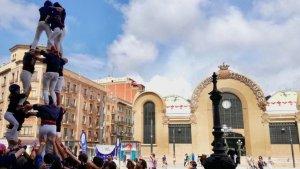 Imatge d'un assaig amb camisa dels Xiquets del Serrallo a la plaça Corsini