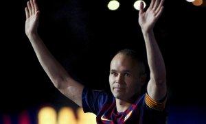 Iniesta diu adéu al Camp Nou a la festa dels Campions