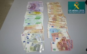 La Guàrdia Civil enxampa un ciudatà xinés circulant amb quasi 23.000 euros.
