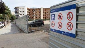 La nova zona d'aparcament del carrer Mestral.