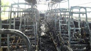 L'interior de l'autobús després de l'incendi