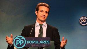 Pablo Casado, segon en la primera volta de les primàries, podria guanyar gràcies al suport de Cospedal.