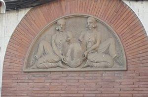 Relleu escultòric al carrer d'Arquimedes