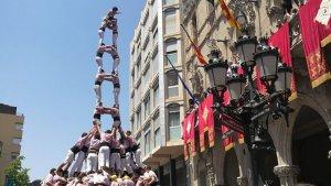 Torre de 9 amb folre i manilles carregada dels Minyons de Terrassa a la Festa Major
