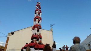 Un 4de9 folrat de la Colla Vella dels Xiquets de Valls al barri dels Habitatges